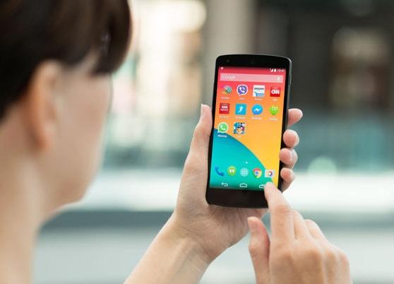 Studiu: Aplicaţiile preinstalate de pe telefoanele Android ieftine sunt pline de vulnerabilităţi / Situaţie îngrijorătoare în cazul Samsung