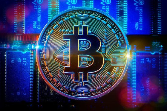 Bitcoin urcă la aproape 42.000 de dolari. Valoarea criptomonedei s-a majorat cu 40% în 2021