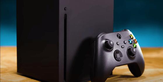 """Xbox X le dă bătăi de cap gamerilor. Problemele noii console de la Microsoft: """"Tot ce poţi să faci e să o scoţi din priză"""""""