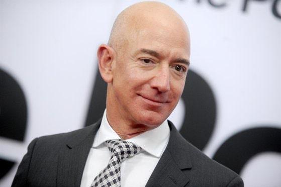 Jeff Bezos se retrage din conducerea executivă a celui mai mare retailer online din lume, Amazon. Pe cine a desemnat drept succesor