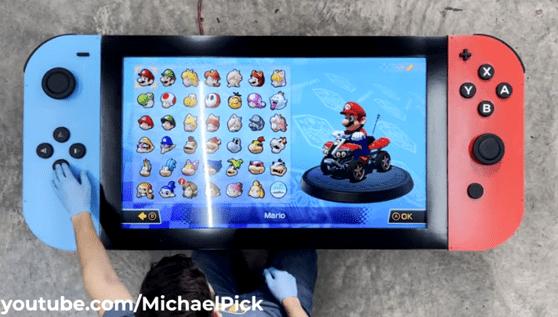 Un gamer a construit cea mai mare consolă. Cântăreşte 29 de kilograme şi are display 4k