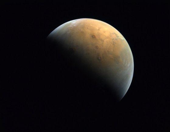 NASA a publicat imagini uimitoare cu dunele albastre de pe Marte
