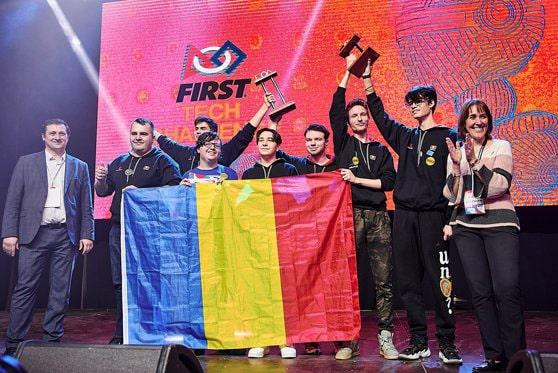 """România a câştigat aurul la Campionatul Internaţional de Robotică cu puşti de 13 ani. Antrenorul lor este """"un copil într-un corp de adult"""""""