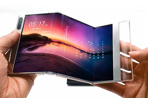 Samsung provoacă Apple cu noul display pliabil în două locuri. Sud-coreeni, cel mai mare producător de smartphone-uri