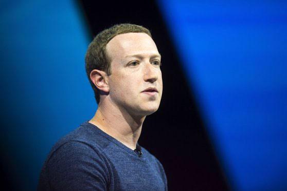 Facebook lucrează la ochelarii smart. Mark Zuckerberg a dezvăluit cu ce gânduri se trezeşte dimineaţa
