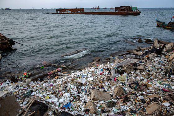 Primul sistem robotic de curăţare a deşeurilor de pe fundul oceanelor se face la Cluj