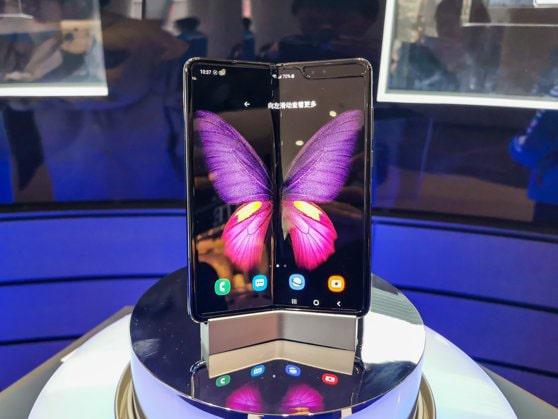 Samsung lanseasă un nou model de smartphone. Senzorul noului telefon este conceput de Sony