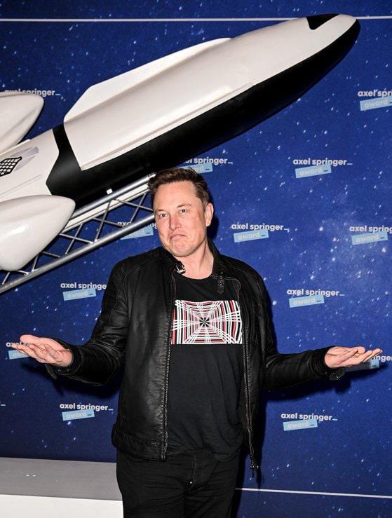 Ultima bătaie de cap a lui Elon Musk: să ofere acces la internet pe durata zborurilor comerciale