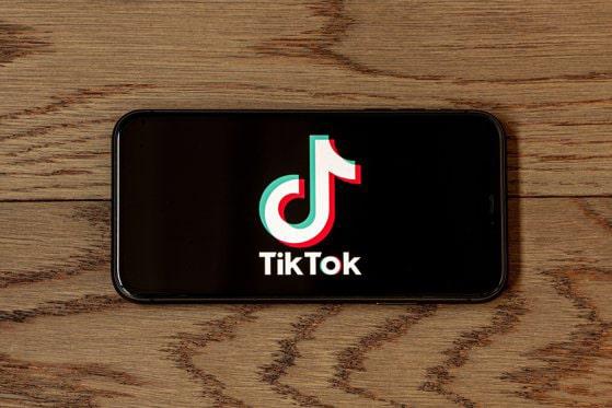 TikTok începe să copieze Facebook la un an după ce Facebook a copiat TikTok. Care este noua sa funcţie