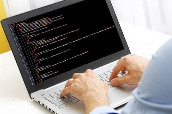 O grupare din România, specializată în fraude informatice, a obţinut o sumă uriaşă de la companii din străinătate
